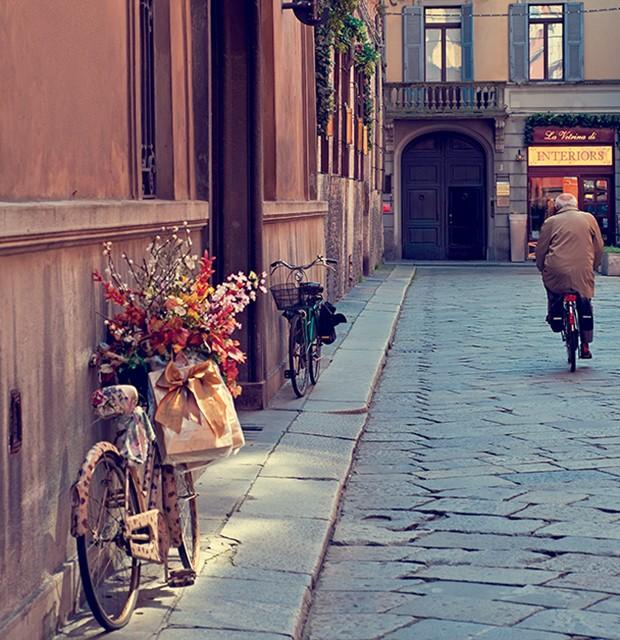 rua de Parma, na região italiana de emilia-romagna: o prosciutto crudo (presunto cru) é o produto local mais famoso, mas os arredores da cidade reservam outras surpresas deliciosas, como o saboroso culatello di zibello (Foto: Peter Adams / Getty Images)