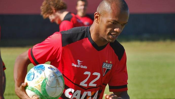 Marcus Winícius - volante Atlético-GO (Foto: Guilherme Salgado / Site Oficial do Atlético-GO)