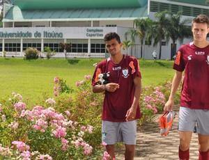 Wanderson e Kaká, do América-MG, em Itaúna  (Foto: Divulgação / Assessoria AFC)
