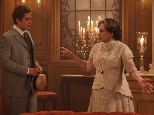 Beatriz Segall contracena com Rafael Cardoso (Foto: Lado a Lado/TV Globo)