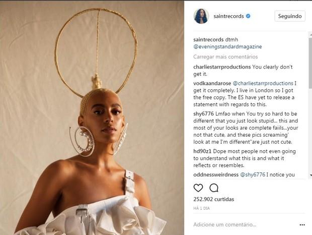 """Solange Knowles: post no Instagram da artista mostra o penteado original e a frase """"não toque em meus cabelos"""" (Foto: Reprodução Instagram)"""