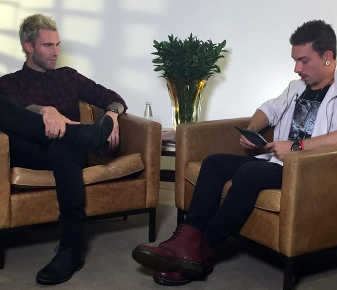 Di Ferrero entrevista Adam Levine para o Altas Horas (Foto: Gshow)