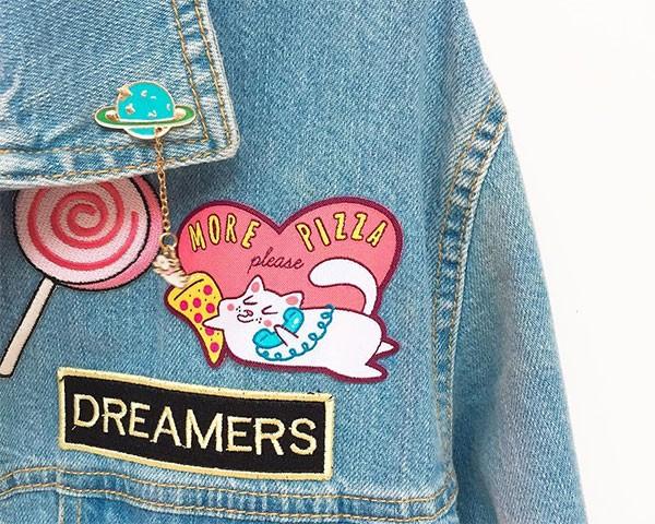 Os patches são a forma mais fácil de mudar a cara de um jeans (Foto: Reprodução/Instagram)