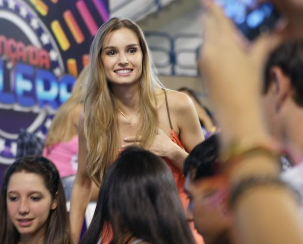 A galera mostra seu carinho pela atriz (Foto: Domingão do Faustão / TV Globo)