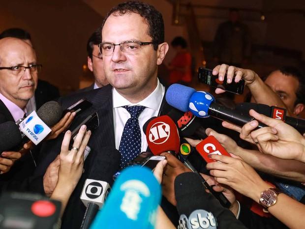 ministro da Fazenda, Nelson Barbosa, fala com jornalistas após encontro com o ex- presidente Luiz Inácio Lula da Silva (Foto: Vanessa Carvalho/Brazil Photo Press/Estadão Conteúdo)