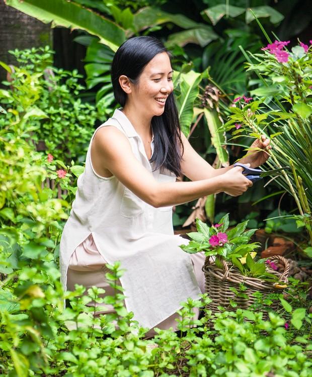 Lili Fujiy, anfitriã nota 10: a economista, que não sabia cozinhar nada até os 27 anos, encontrou-se na gastronomia e hoje exibe seu trabalho de food stylist e fotógrafa no blog Dona da Casa! (Foto: Lufe Gomes / Editora Globo)