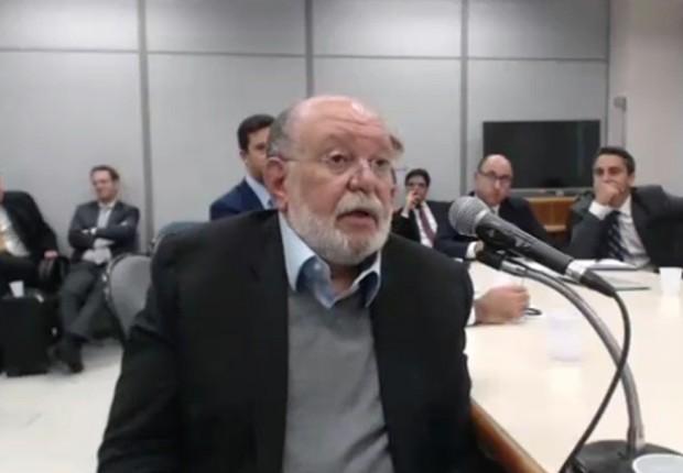 O empresário Léo Pinheiro, da OAS, em depoimento ao juiz Sérgio Moro, da Lava Jato (Foto: Reprodução/TV Globo)