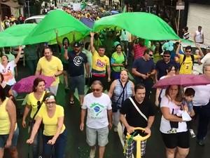 Moradores de Limeira também fizeram protesto na manhã deste domingo (4) (Foto: Alessandro Fortes/Acervo pessoal)