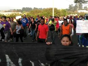 Moradores protestam por moradia em Campinas (Foto: Reprodução / EPTV)