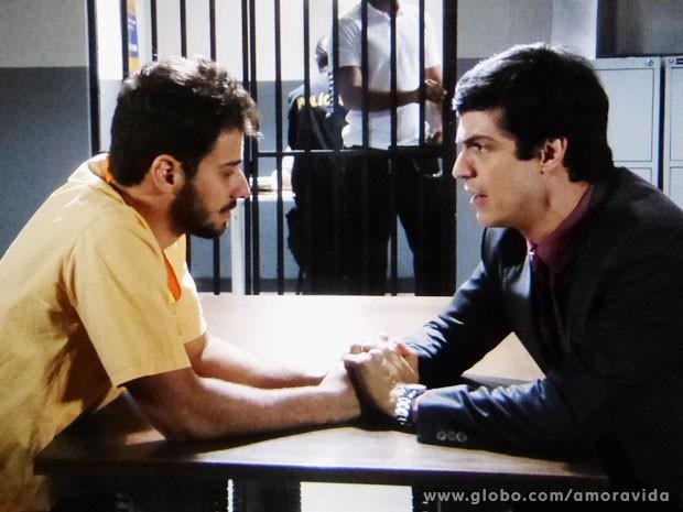 Félix promete a Anjinho que tudo vai ser como antes (Foto: Amor à Vida/TV Globo)