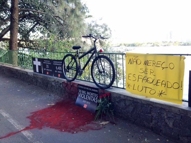 Rio da Paz fez ato no local do crime (Foto: Káthia Mello / G1)
