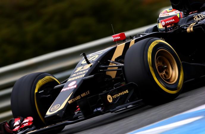 A Lotus de Pastor Maldonado também exibiu estruturas peculiares nos testes da Catalunha (Foto: Getty Images)