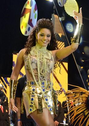 Juliana Alves vai desfilar à frente dos ritmistas da Unidos da Tijuca (Foto: TV Globo/Raphael Dias)