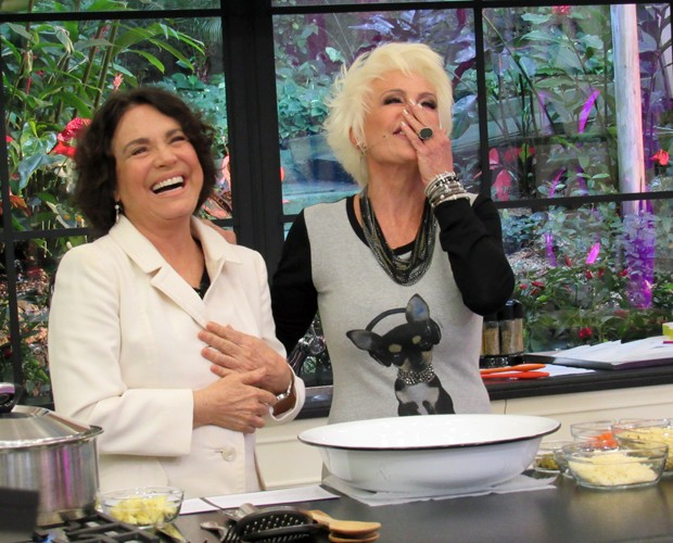 Regina Duarte e Ana Maria se divertem ao relembrar receita que não deu certo (Foto: Priscilla Massena/Gshow)