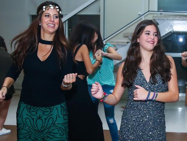 Jô Pinheiro com a filha Lolle Pinheiro, a aniversariante  (Foto: Manuela Scarpa/Brazil News)