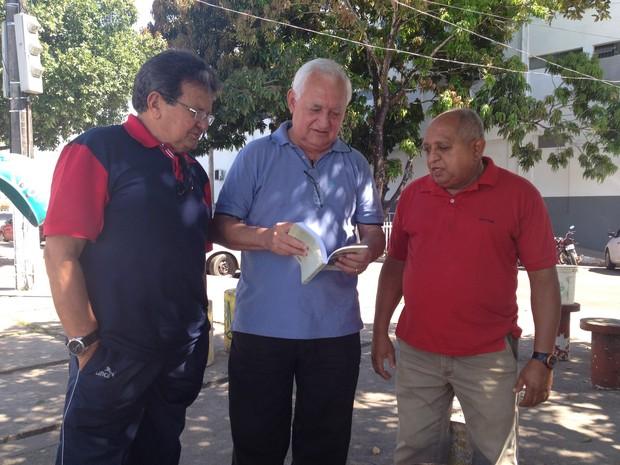 Da esquerda para a direita: Iraçu Colares, Raimundo Viana (autor) e João Silva (Foto: Fabiana Figueiredo/G1)