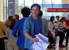 Caíque, personagem de Sergio Guizé, volta ao Brasil no início da trama (Foto: Pedro Paulo Figueiredo/ TV Globo)
