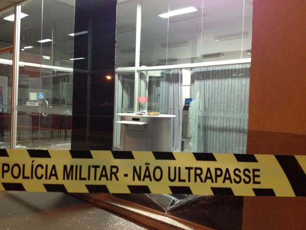 Banco invadido por ladrões fica no Centro de Figueira (Foto: Divulgação/Polícia Militar)