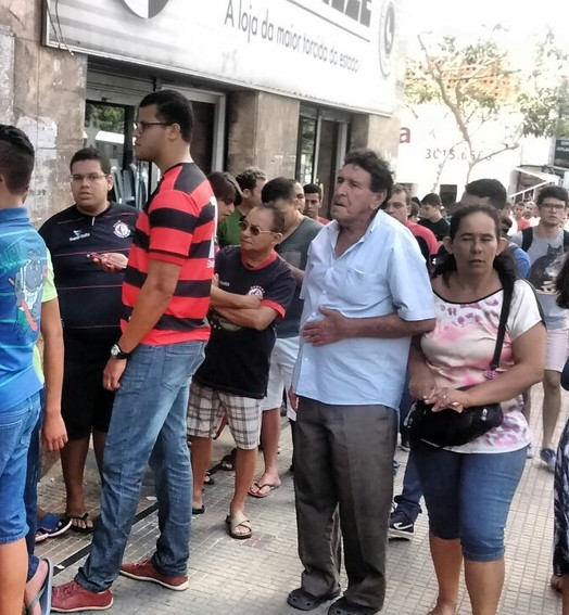 um mói  de gente (Iago Bruno / GloboEsporte.com/pb)