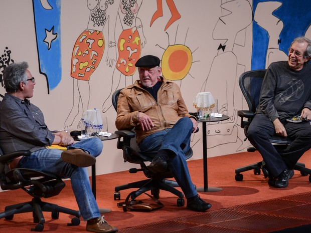 Hubert, Jaguar e Reinaldo na mesa de abertura da Flip 2014 (Foto: Flavio Moraes/G1)