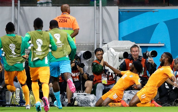 Gervinho Costa do Marfim x Japão - Arena Pernambuco (Foto: Agência AP )