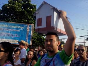 Sebastião conseguiu a casa própria e agradece a intercessão de Maria. (Foto: Karla Lima/G1)