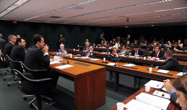 Plenário da Câmara pode votar 'cura gay' nesta semana, diz Henrique Alves