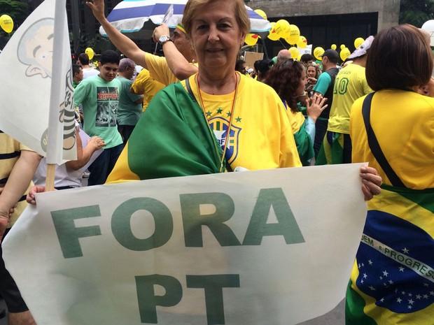 """Aposentada Joana D'Arc disse que saiu de casa para """"protestar contra o PT radicalmente"""". Ela participa de ato na Avenida Paulista, em São Paulo (Foto: Paula Paiva Paulo/G1)"""