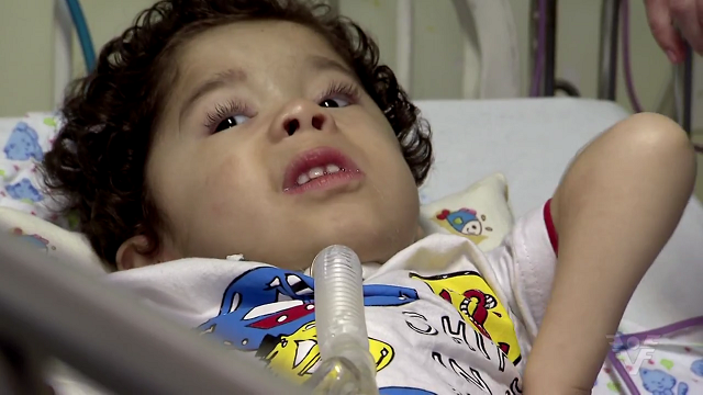Caíque, de 4 anos, sofre de doença degenerativa (Foto: Reprodução/TV Tribuna)