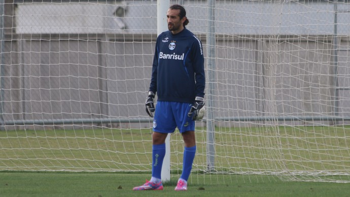 Barcos joga de goleiro no treino do Grêmio (Foto: Eduardo Deconto/GloboEsporte.com)