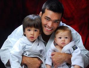 MMA Lyoto e filhos (Foto: Reinaldo Silva JR)