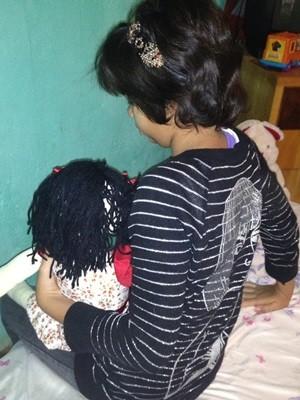 Menina ganhou um quarto na casa 'provisória' (Foto: Fernanda Borges/G1)