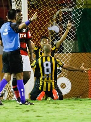Rafael Pernão Volta Redonda x Flamengo (Foto: Agência Estado)