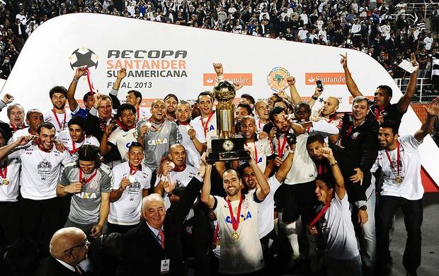 Danilo taça Recopa Corinthians São Paulo (Foto: Marcos Ribolli / Globoesporte.com)