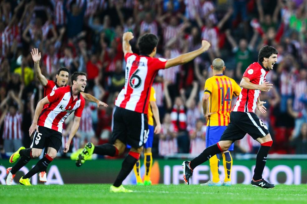 Athletic Bilbao de Valverde fez 4 a 0 no Barça e levou a Supercopa da Espanha em 2015 (Foto: Getty Images)