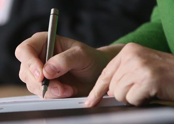 Fique esperta antes de assinar o contrato! (Foto: Getty Images)