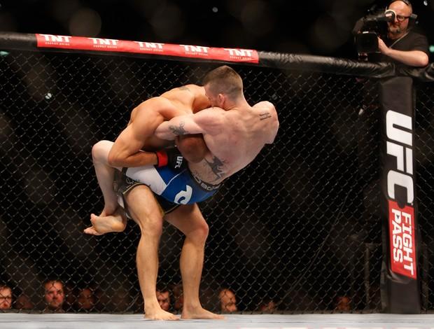 Tom Niinimaki x Niklas Backstrom UFC Berlim (Foto: AFP)