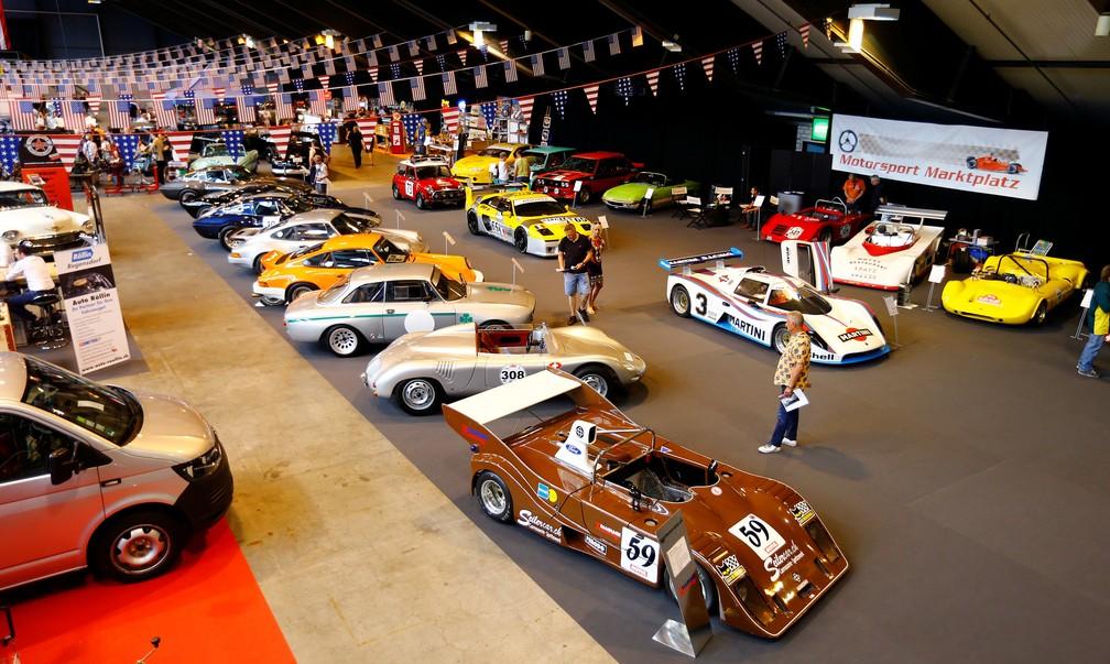 Feira de carros clássicos em Lucerna, na Suíça (Foto: REUTERS/Arnd Wiegmann)
