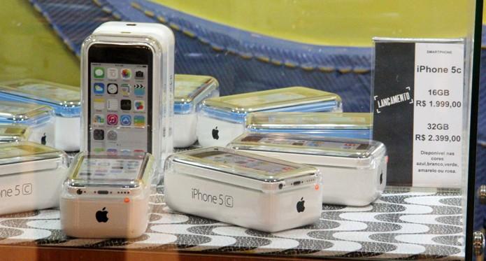 iPhone 5C encalha nas lojas: consumidor não gostou nada do preço (Foto: Fabrício Vitorino / TechTudo)