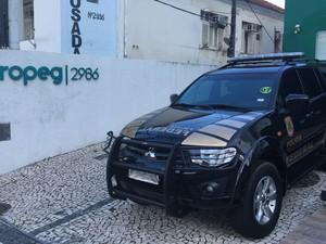 Mandados estão sendo cumpridos em Salvador (Foto: Fernanda Rebouças/TV Bahia)