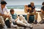 One Direction toca 'Wonderwall', do Oasis, na praia