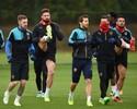 """Com Özil """"mascarado"""" e Wenger pensativo, Arsenal se prepara no CT"""