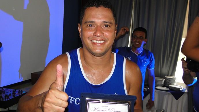 Marcelo Ramos recebe homenagem de torcedores do Cruzeiro (Foto: Lucas Catta Prêta / Globoesporte.com)