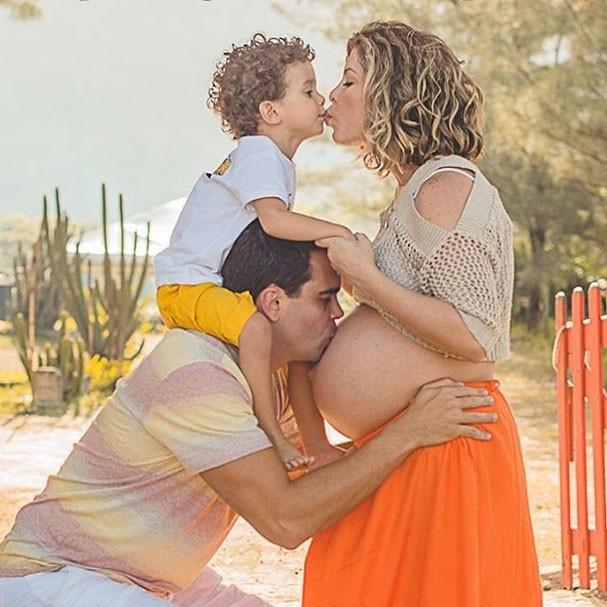 Bárbara Borges, Paulo Delfino e Martim (Foto: Reprodução/Instagram)