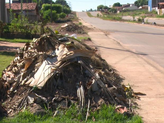 entulhos cacoal (Foto: Rede Amazônica/Reprodução)