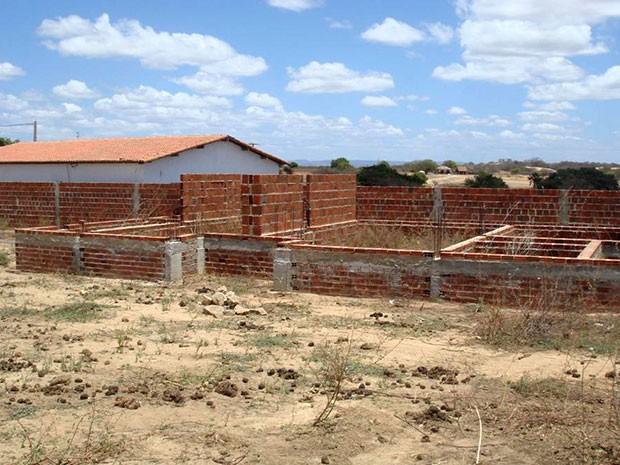 À época, obra da construção da creche-modelo em Patu estava inacabada (Foto: Divulgação/PF)