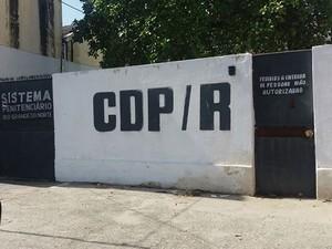 Presos abriram buraco em cela e, em seguida, pularam muro do CDP da Ribeira (Foto: Marksuel Figueredo/Inter TV Cabugi)