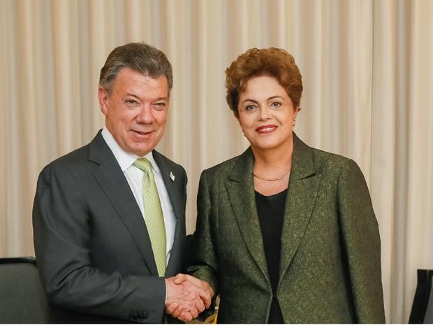 A presidente Dilma Rousseff e o presidente da Colômbia, Juan Manuel Santos, durante encontro no Panamá (Foto: Roberto Stuckert Filho/PR)