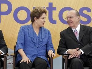A presidente Dilma Rousseff e o presidente do Senado, José Sarney, durante cerimônia de anúncio do programa de investimento em portos (Foto: Roberto Stuckert Filho/PR)