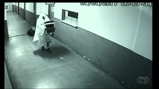 Ex-secretários 'fantasmas' devem responder por peculato após furto